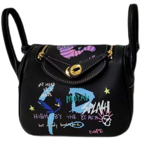 画像1: Woman cartoon graffiti Lindy bag pillow bag portable messenger bag  グラフィックペイントミニトートショルダー2WAYバッグ (1)